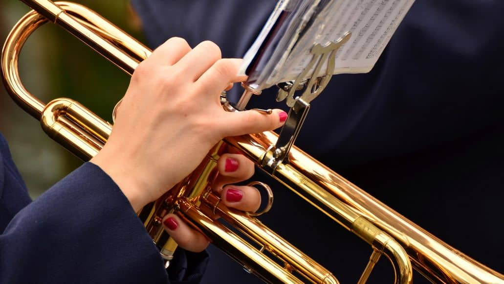 Holding the trumpet correctly