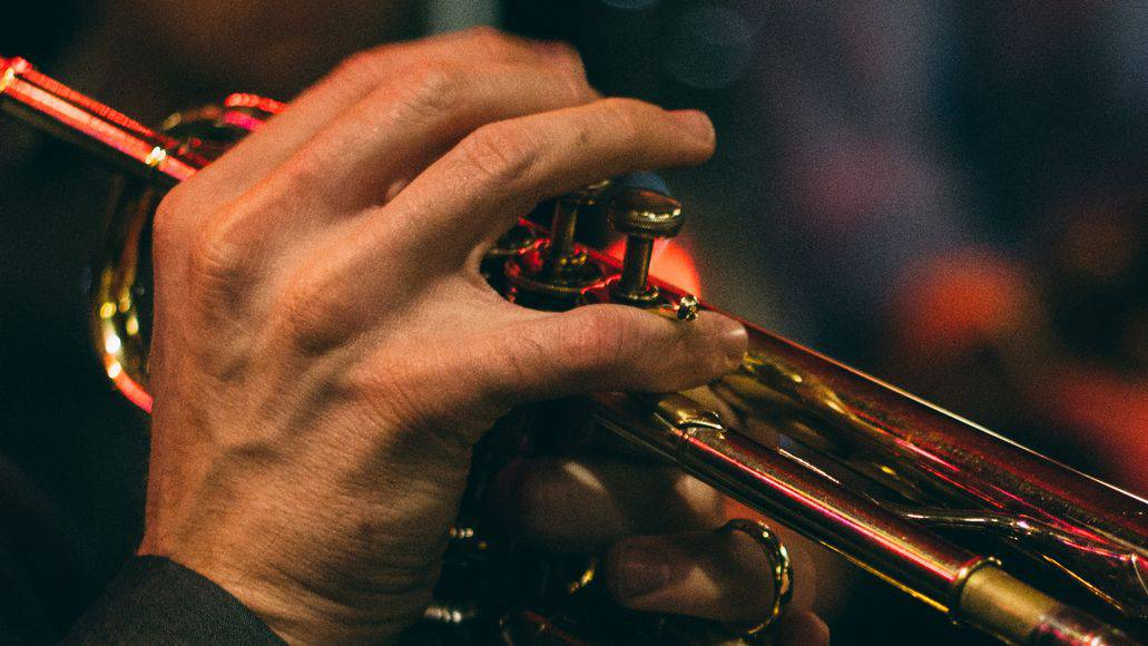 Trumpeter right hand position