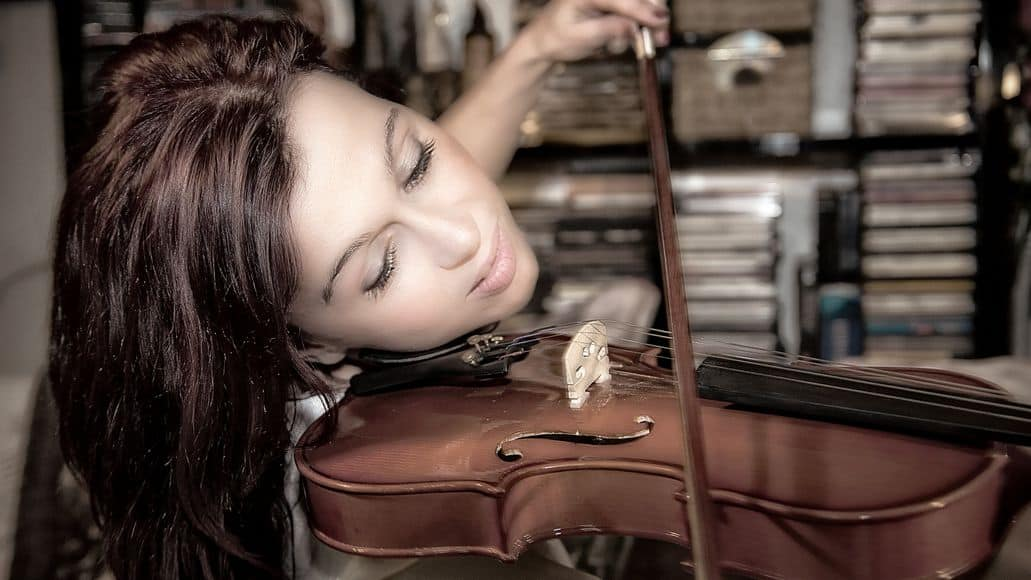 Female violin player using shoulder rest
