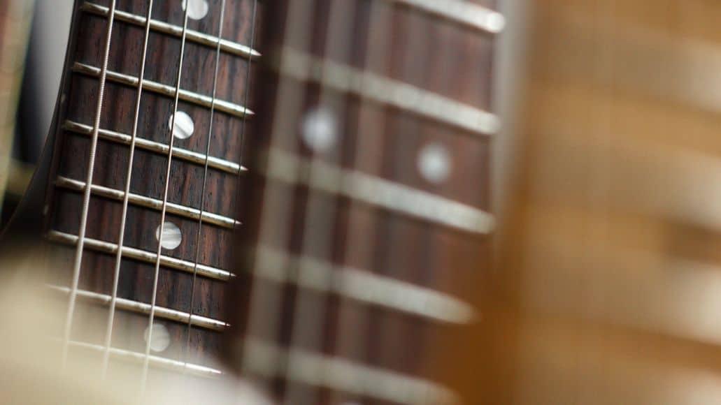 Lubricated guitar strings